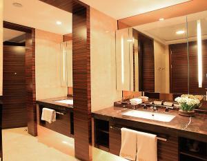 Ванная комната в HeeFun Apartment GZ - Poly World Trading Center