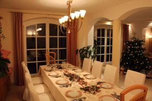 A restaurant or other place to eat at Villa Wellness Homes