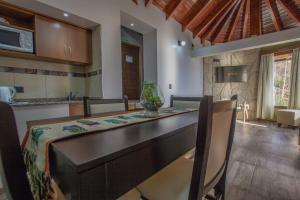Una cocina o kitchenette en Bahia Paraiso Luxury Suites Boutique Hotel