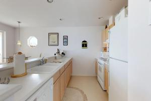 A kitchen or kitchenette at Sunny Delight