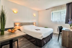 Un ou plusieurs lits dans un hébergement de l'établissement Zenitude Hôtel-Résidences Bordeaux Aéroport Mérignac