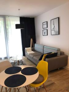 A seating area at Apartamenty
