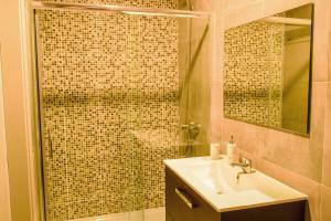 A bathroom at Top Sea View Duplex