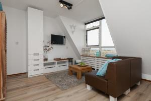 A television and/or entertainment center at Beach House Egmond aan Zee
