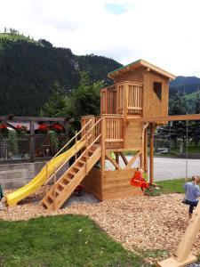Ein Kinderspielbereich in der Unterkunft Appartements Stockinger