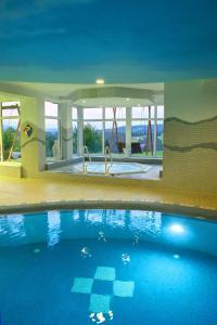 Der Swimmingpool an oder in der Nähe von Wellness Appartments Richterhof