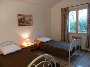 A bed or beds in a room at Les Mazets du Paty