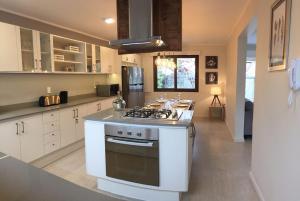 Una cocina o zona de cocina en Casa de Alto Estandar en Las Condes
