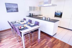 A kitchen or kitchenette at Chalet Herbi
