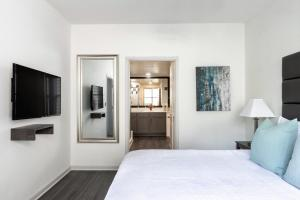 A bed or beds in a room at Stay Alfred at MUSE