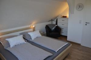 Ein Bett oder Betten in einem Zimmer der Unterkunft Ferienwohnung Lohra