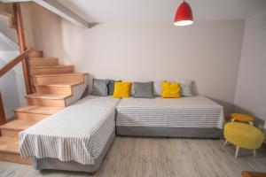Una cama o camas en una habitación de Mitre con Vista al lago 8 Pax