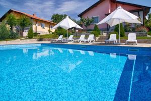 בריכת השחייה שנמצאת ב-Royal Villas או באזור