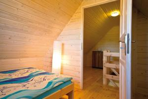 Łóżko lub łóżka w pokoju w obiekcie Domki letniskowe Słoneczna Zatoka