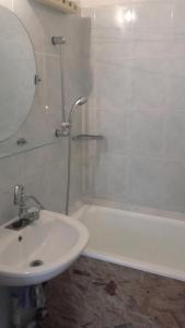 A bathroom at Óbudai Apartman