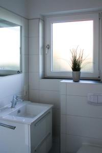 Ein Badezimmer in der Unterkunft Haus an den Salzwiesen - Wohnung Lachmöwe