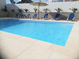 The swimming pool at or near Alojamentos Campo & Mar - Vivenda Golden House