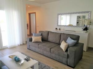 A seating area at Alojamentos Campo & Mar - Vivenda Golden House