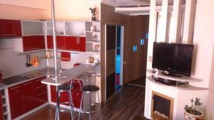 Телевизор и/или развлекательный центр в Студия Люкс на пл.Ленина Постышева 118
