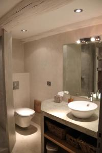 A bathroom at Charme En Provence