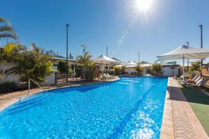 The swimming pool at or near Nesuto Geraldton (formerly Waldorf Geraldton Serviced Apartments)