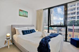 Ein Bett oder Betten in einem Zimmer der Unterkunft Stunning Urban Apartment in the Heart of the CBD