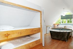 A bathroom at WillArch Lodge