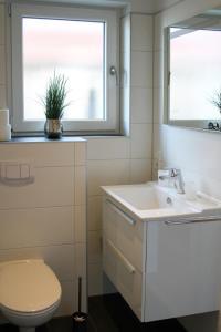 Ein Badezimmer in der Unterkunft Haus an den Salzwiesen - Wohnung Heringsmöwe