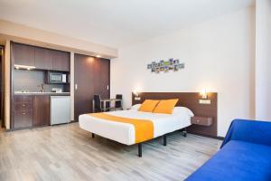 Cama o camas de una habitación en Castelldefels Suites
