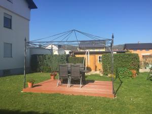 Ein Garten an der Unterkunft Ferienwohnung Adriana
