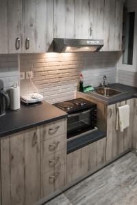 Küche/Küchenzeile in der Unterkunft Cozy Apartment by the Acropolis