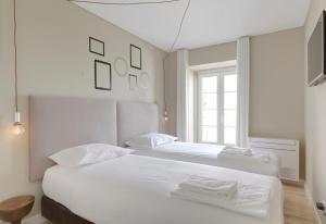 A bed or beds in a room at City Stays Bica Apartments