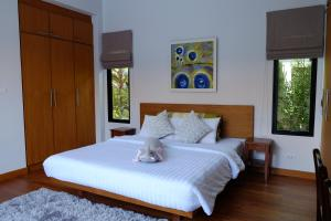 A bed or beds in a room at Peykaa Modern Villa