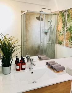 A bathroom at Beachome4u