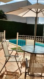 The swimming pool at or near Casa em Condomínio