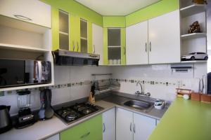 Una cocina o zona de cocina en El Sol Cusco Apartments
