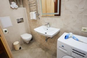 A bathroom at Studiominsk 9 Apartments