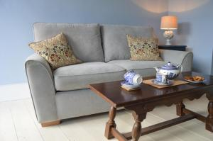 A seating area at Osprey Cottage