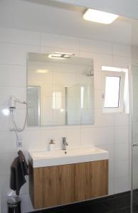 Ein Badezimmer in der Unterkunft Strandhütte