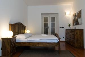 Ένα ή περισσότερα κρεβάτια σε δωμάτιο στο Janalex Wenceslas Square Apartments II