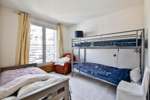 A bunk bed or bunk beds in a room at Eiffel Terraces