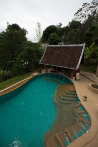 A view of the pool at Shangri-Lao Resort or nearby