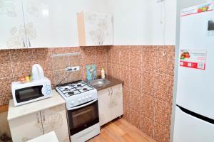 Кухня или мини-кухня в Apartment on Nurken Abdirova,34/3