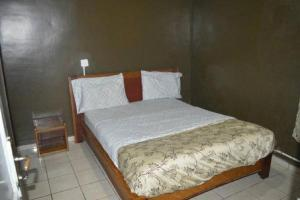 A bed or beds in a room at Complexe Maranatha