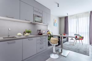 A kitchen or kitchenette at VISIONAPARTMENTS St. Sulpice Route de Vallaire