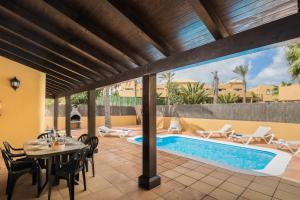 Het zwembad bij of vlak bij House Oasis Corralejo