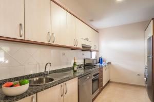Een keuken of kitchenette bij House Oasis Corralejo