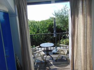 Ein Balkon oder eine Terrasse in der Unterkunft villa Flore, studio's