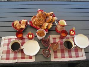 Options de petit-déjeuner proposées aux clients de l'établissement la petite maison 05