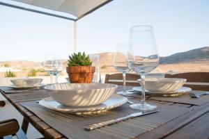 Un restaurante o sitio para comer en Apartamentos Madre Selva